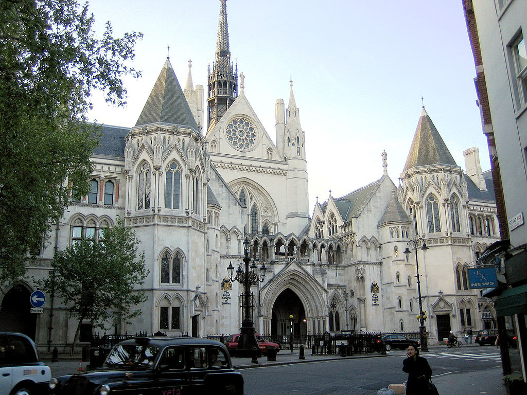 1024px-Royal courts of justice